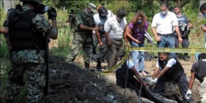 Fouille d'une fosse de disparus au Mexique © @1ANDINC1T0
