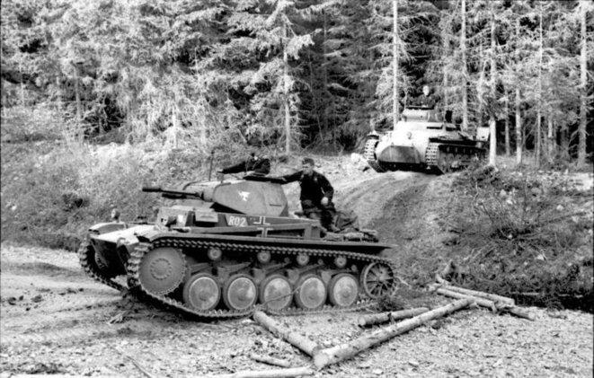 Chars allemands attaquant dans les Ardennes, France 1940.