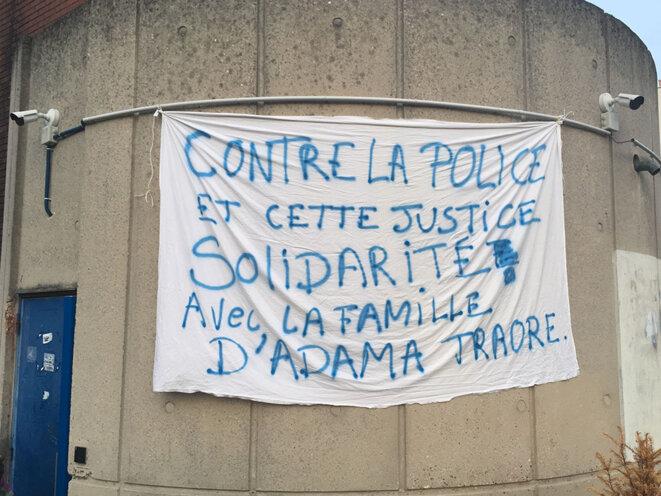 Jeudi 24 novembre, à la sortie du tribunal de Bobigny © CG