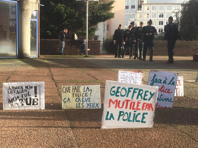 A l'extérieur du tribunal de Bobigny, mercredi 23 novembre © CG