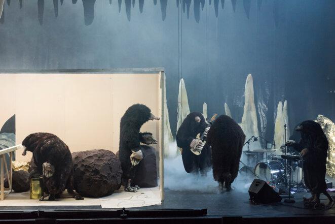 """Scène de """"La nuit des taupes"""" © Martin Argyroglo"""