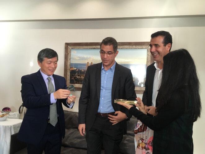consul-zhu-liying-de-chine-bastia-echange-cadeau
