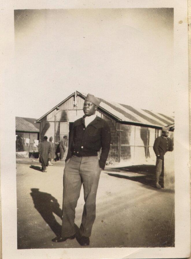 Antoine Abibou dans un camp de prisonniers en Bretagne. © DR