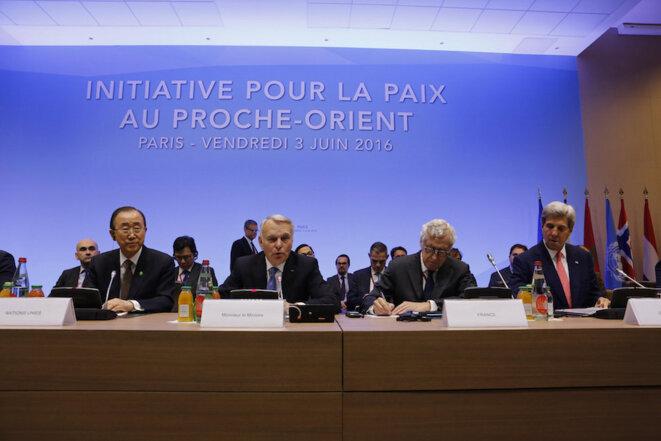 Seul véritable « succès » de l'initiative française : l'organisation d'une conférence avec Ban Ki-moon et John Kerry, invités par Ayrault et Vilmont, en juin 2016 à Paris © F. de La Mure/MAEDI