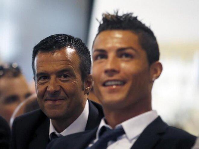 Jorge Mendes et son poulain Cristiano Ronaldo, qu'il a pris en charge à 17 ans. © Reuters