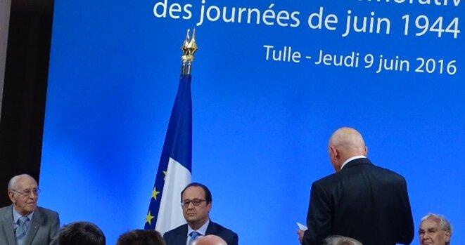 François Hollande, hôte du délégué régional de la Fondation, Jean-Claude Boisdevésy, debout, de dos. © DR