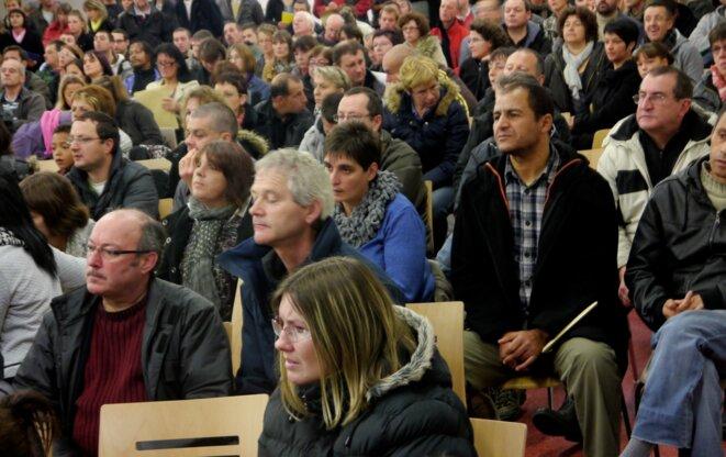 Christelle (au centre au premier plan), il y a trois ans, lors de la réunion organisée par FO au lendemain de l'annonce des licenciements. © Rachida El Azzouzi