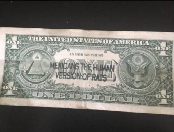 "Billet d'un dollar contenant la mention ""Mexicans are the human version of rats"" © José Juarez"