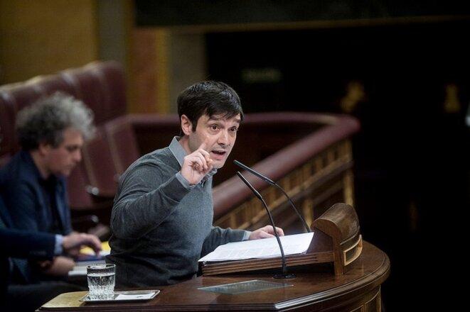 Pablo Bustinduy au congrès des députés à Madrid, le 27 avril 2016. © Podemos / Flickr.