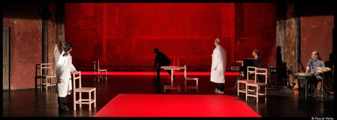 """Aux Bouffes du Nord, Peter Brook nous entraîne dans un voyage surprenant dans """"The Valley of astonishment"""" © Pascal Victor"""