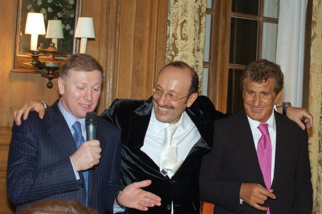 Tevfik Arif (r), with Kazakh-Israeli oligarch Alexander Mashkevitch (c) and Russian businessman Musa Bazhaev, in 2009. © EIC