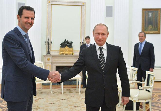 Vladimir Putin recibiendo a Bachar al-Assad en el Kremlin, febrero de 2016. © Reuters