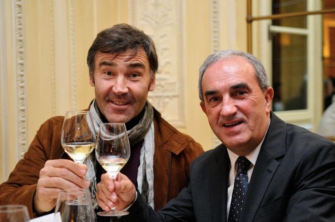 Franck Mesnel, ancien demi d'ouverture, et Jean Gachassin, président de la Fédération française de tennis. © DR