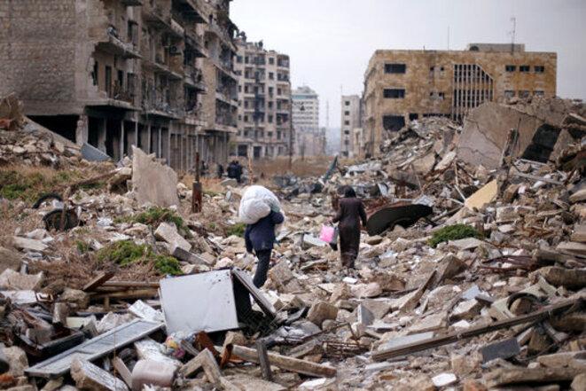Les habitants quittant les ruines d'Alep Est. © Reuters