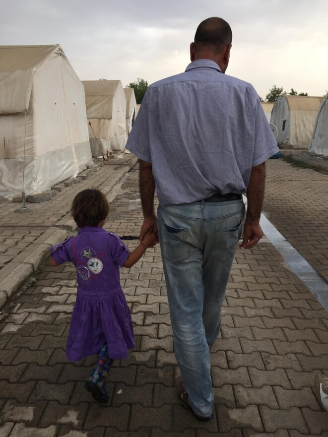 Athéna et son père © Sepideh Farsi