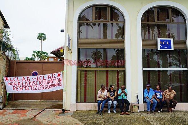 Les agents dénoncent une disparité entre l'hexagone et les régions d'outre-mer depuis la fusion avec la Banque Française Commerciale et le Crédit Lyonnais en mai 2015. (Photo France-Guyane, agence de Cayenne Place des Palmiste, du 20 décembre).