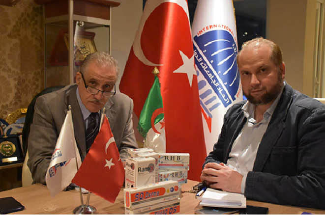 Fawzi Eskander (TZ Lab) avec Mohammed Khaer Al-Ghabani, hier en Turquie. © Ethics & Integrity