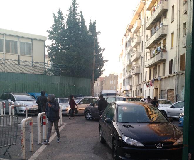 Devant le collège Versailles, dans le 3e arrondissement marseillais. © DR