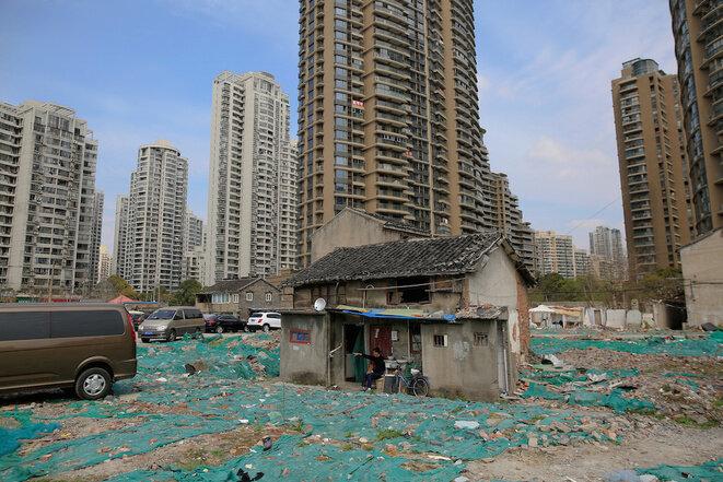 """Una """"casa clavo"""" en Shanghai. © Reuters"""