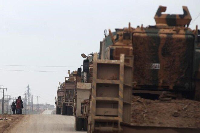 Des véhicules militaires turcs se dirigent vers la ville d'Al-Bab (Syrie), mercredi 4 janvier 2016. © Reuters.
