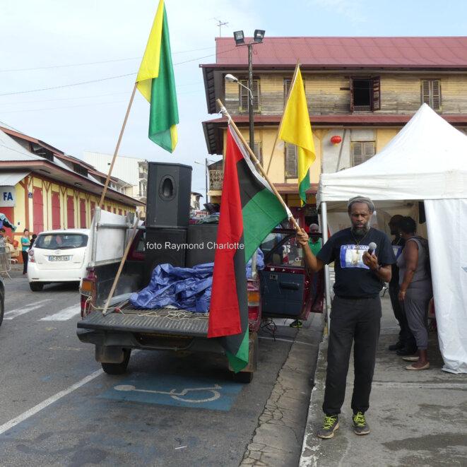 M. APA MUMIA-MAKÉBA, (Fondateur du Mouvement International pour les Réparations, MIR-Guyane et du Comité de soutien guyanais au journaliste des Blacks Panthers MUMIA ABU JAMAL emprisonné aux USA depuis des décennies.