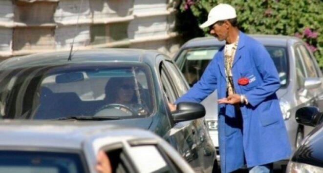 Gardien de voitures au Maroc © DR