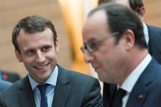Emmanuel Macron et François Hollande à l'Elysée le 2 mars 2016. - WITT/SIPA