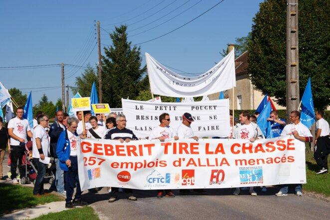 Marche de soutien aux salariés de La Villeneuve-au-Chêne © Action LVAC