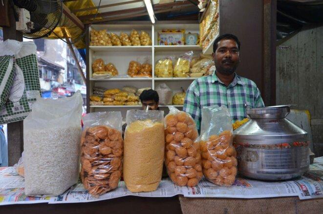 """Un vendeur de """"pani puri"""" de Colaba, au sud de Bombay © Guillaume Delacroix"""