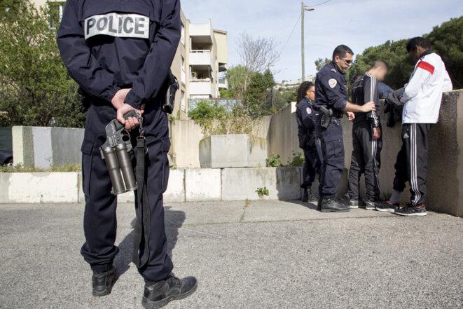 Controle policier a La Cayolle (Marseille) © Ian Hanning (REA)