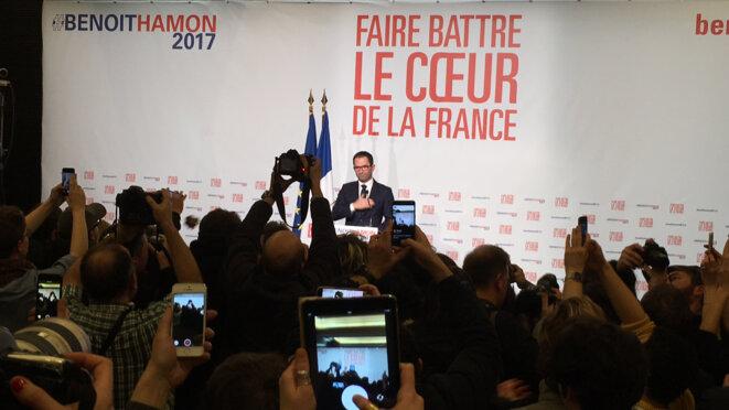 """Benoît Hamon prend la parole à la """"Mutu"""" à Paris dimanche soir © CG"""