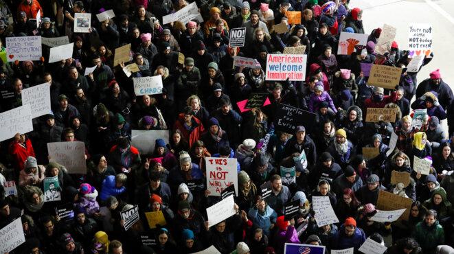 Manifestation à l'aéroport de JFK à New York samedi 28 janvier © Reuters