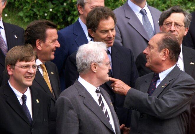 À la droite de Lionel Jospin, Jacques Chirac s'adresse aux promoteurs de la « troisième voie », Gerhard Schröder et Tony Blair © Reuters