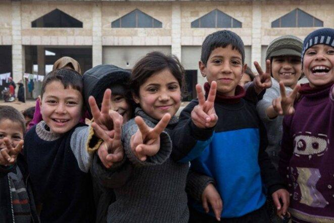 « Nous avons rencontré ces enfants dans un centre de déplacés internes à Alep, leurs familles ayant fui la partie Est de la ville. La seule chose que souhaitent ces enfants – ainsi que toutes les personnes que j'ai rencontrées –, est la paix. La plupart de ces enfants n'ont connu que la guerre. Leurs familles ne veulent rien d'autre que rentrer chez elles et retrouver leur vie normale, celle d'avant cette guerre qui vise à renverser le gouvernement el-Assad. C'est tout ce qu'ils désirent. »