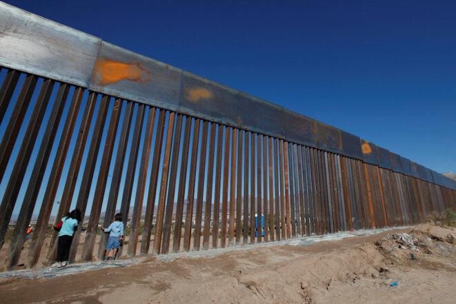 Le mur à la frontière américano-mexicaine existe déjà depuis belle lurette sur plus de 1 000 kilomètres. Ici à Ciudad Juarez. © Reuters