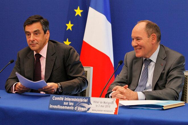 François Fillon y René Ricol durante un comité interministerial en Matignon, mayo de 2010. © Reuters