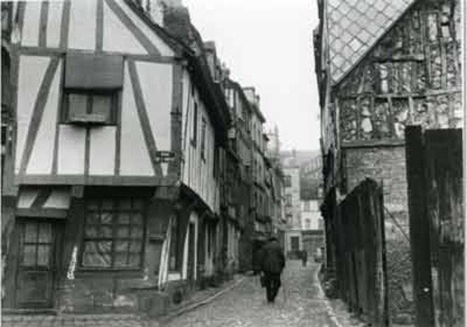 Îlot B disparu (quartier bas Saint-Nicaise). Rue de la Pomme d'Or, à l'intersection avec la rue de l'Amitié, avant 1969