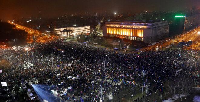 Des milliers de Roumains ont manifesté, le 5 février 2017, contre la corruption du régime. © Reuters