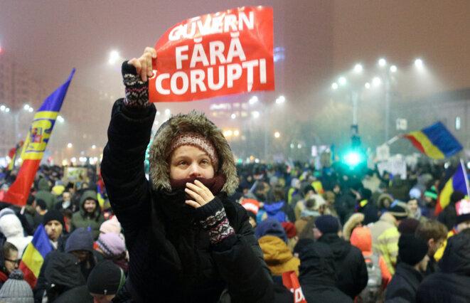 «Un gouvernement sans corruption», dit la pancarte, à Bucarest, le 6 février 2017. © Reuters