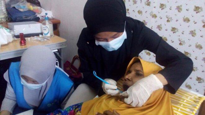 HumanAid prodigue des soins médicaux aux Rohingyas et en fait état sur sa page Facebook © HumanAid