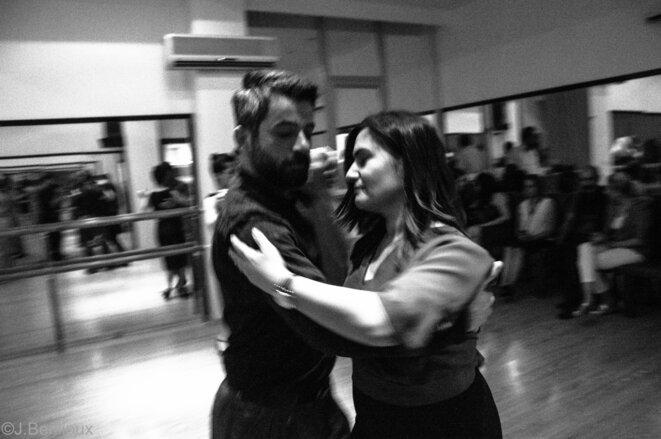 Kemal, le fondateur de l'école Tango Med de Diyarbakir, et une élève dansent à l'occasion d'un Milonga © Jérémie Berlioux