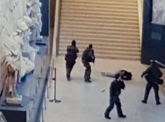 Le terroriste et les deux machettes