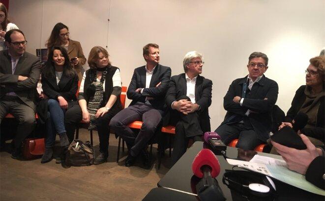 À la conférence de presse, lundi, de g. à d. Emmanuel Maurel, Karima Delli, Isabelle Thomas, Yannick Jadot, Patrick Le Hyaric, Jean-Luc Mélenchon, Marie-Christine Vergiat © L.B.