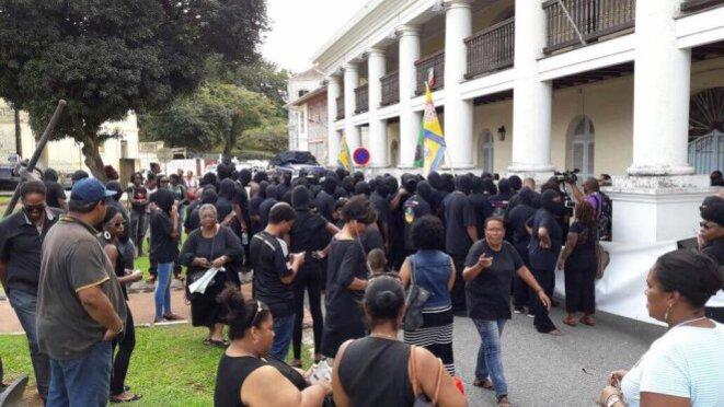 Le collectif 500 frères devant la préfecture lé 15/02/2017 © MARIE-CLAUDE THÉBIA