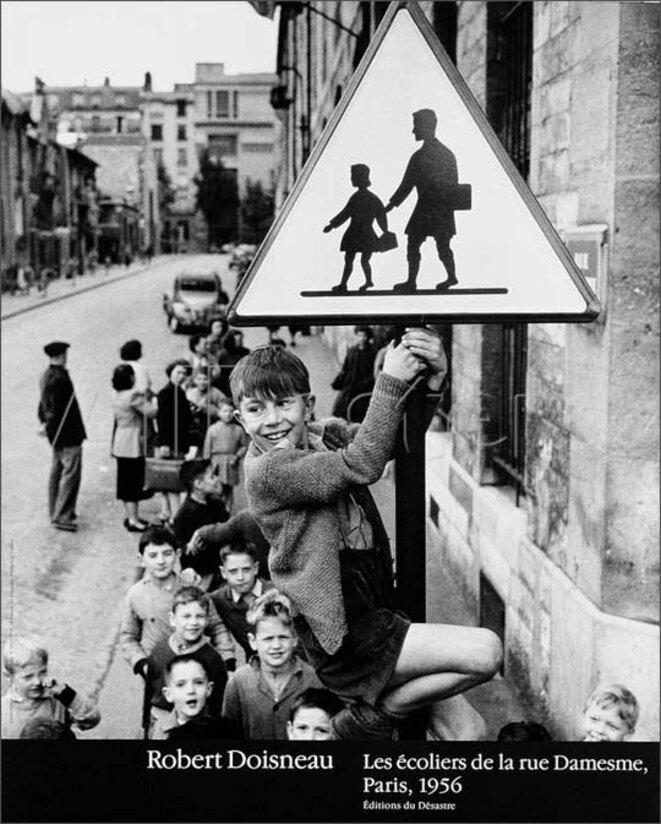 robert-doisneau-photo-enfant-les-ecoliers-de-la-rue-damesne-1956