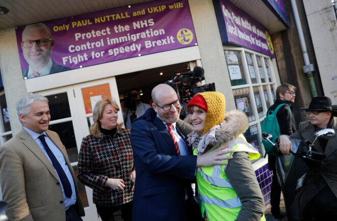 Paul Nuttall, le nouveau patron du UKIP, en campagne dans les rues de Stoke-on-Trent, le 13 février 2017. © Darren Staples / Reuters.