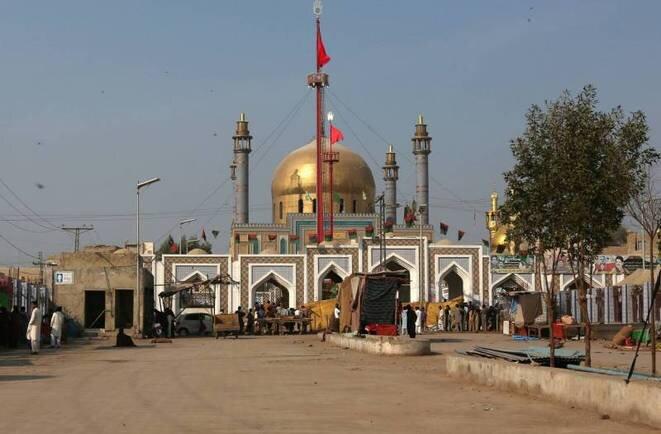 El santuario La'l Shahbâz Qalandar, blanco de un ataque suicida reivindicado por el EI, en la ciudad de Sehwan, el 16 de febrero. © Reuters
