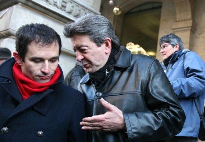Benoît Hamon et Jean-Luc Mélenchon, en marge d'une manifestation en 2009. © Reuters