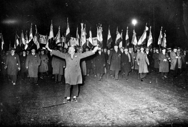 Les ligues fascistes défilent jusque dans la nuit parisienne