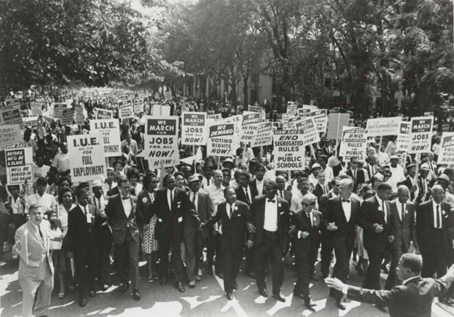 Marche sur Washington pour l'emploi et la liberté (août 1963) © By Center for Jewish History, NYC - March on Washington for Jobs and Freedom, Martin Luther King, Jr. and Joachim Prinz pictured, 1963- Uploaded by oaktree_b, Public Domain,
